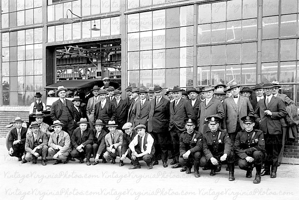 bw-no0035-ford-managers-norfolk-mayor-in-1st-model-t-1925